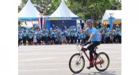 """A keen cyclist, His Majesty the King – pictured here during the 2015 """"Bike for Mum"""" event – wants to take Bangkokians on a bicycle ride into the past to kick off this year's winter festival, on December 9."""