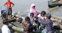 Rohingya Muslims arrive to the Thae Chaung village in Sittwe, Rakhine State, Western Myanmar, 21 November 2018./EPA-EFE/NYUNT WIN