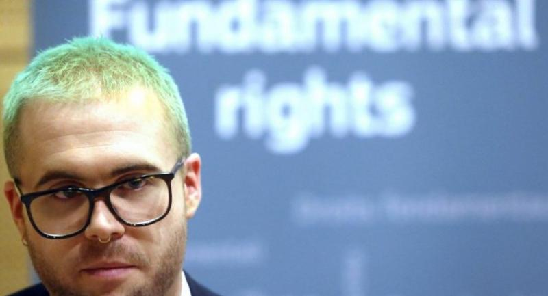 Christopher Wylie, Cambridge Analytica whistleblower, invited by the European Commission to speak at the annual colloquium on fundamental rights, poses during a photo session as part of an AFP interview on November 26, 2018 in Brussels./AFP