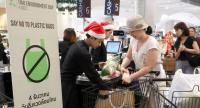 Shopping malls and convenience stores yesterday encourage their customers to use cloth bags rather than plastic, in a move to cut the more than 2 million tonnes of plastic waste generated in Thailand annually.