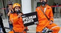 Environmental activists demand that the Jakarta administration and the central government do something about Jakarta's air pollution on Dec. 5.//JP
