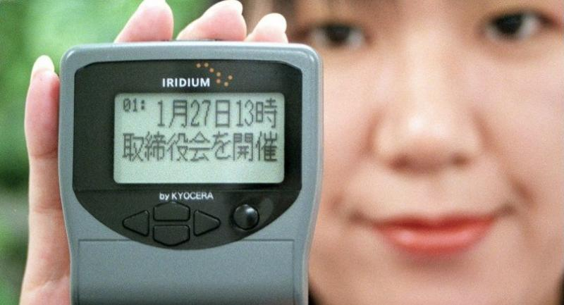 A 1998 file photo shows a Nippon Iridium employee displaying a pager of Iridium satellites telephone service, made by Japan's electronics giant Kyocera at the company's head office in Tokyo. /AFP