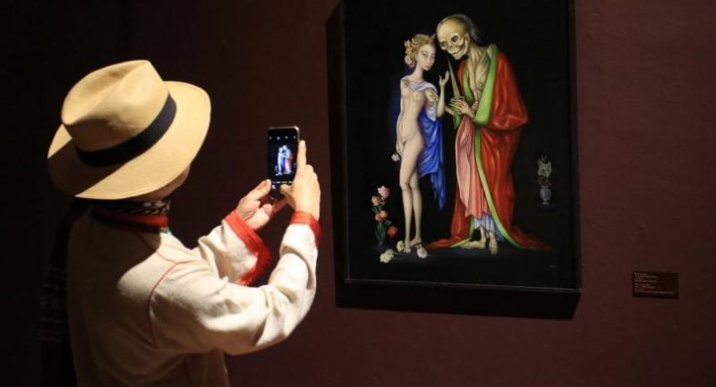 "A visitor takes a picture of Princess Marsi Paribatra's ""Donne Moi ta Main"" ("