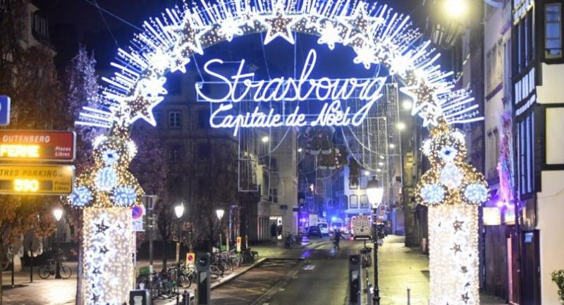 The logo of the Strasbourg Christmas market lights up at night where a deadly shooting took place in Strasbourg, France, December 12.//EPA-EFE
