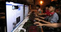 This picture taken on December 18, 2018 shows Myanmar youths browsing their Facebook page at an internet shop in Yangon./AFP