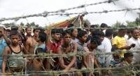File photo : Rohingya refugees gather near a fence at the 'no man's land' zone at the Bangladesh-Myanmar border in Maungdaw district, Rakhine State, western Myanmar.//EPA-EFE