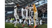 Juventus' Portuguese forward Cristiano Ronaldo (R) celebrates with teammates after opening the scoring during the Italian Serie A football match Juventus vs Sampdoria on December 29, 2018 at the Juventus stadium in Turin.  Marco BERTORELLO / AFP