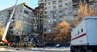 This handout picture released by The Russian Emergency Situations Ministry on December 31, 2018, shows emergency officers as they gather after a gas explosion rocked a residential building in Russia's Urals city of Magnitogorsk. // AFP