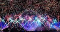 Fireworks explode over the iconic London Eye marking the beginning of the New Year in central London, Britain, 01 January 2019.// EPA-EFE PHOTO