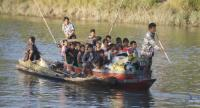 File photo : Rakhine ethnic people, who fled from a conflict area, arrive on a boat at War Taung village's temporary camp, in Kyauk Taw Township, northern Rakhine State, Myanmar.//EPA-EFE