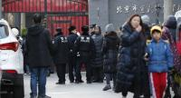 Policemen stand guard outside Xuanwu Normal Experimental Affiliated Number One Primary School while parents pick up their children after 20 primary school pupils were wounded in an attack at the school, in Beijing, China. // EPA-EFE PHOTO