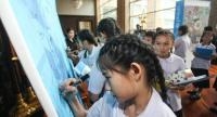 Participants including little girls signed a pledge wall to show thier commitment to join collective efforts to ensure every child in Thailand has a fair chance to thrive ans reach their fullest potential.