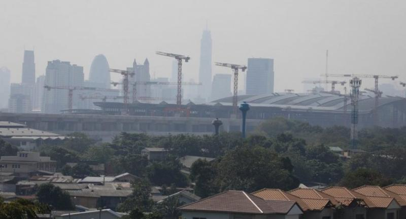 The skyline around Bang Sue Central Station wears a shroud of smog yesterday morning. Dust rising from construction sites is blamed as one of the major factors contributing to the city's worsening air pollution.Nation / Tatchadon Panyaphanitkul