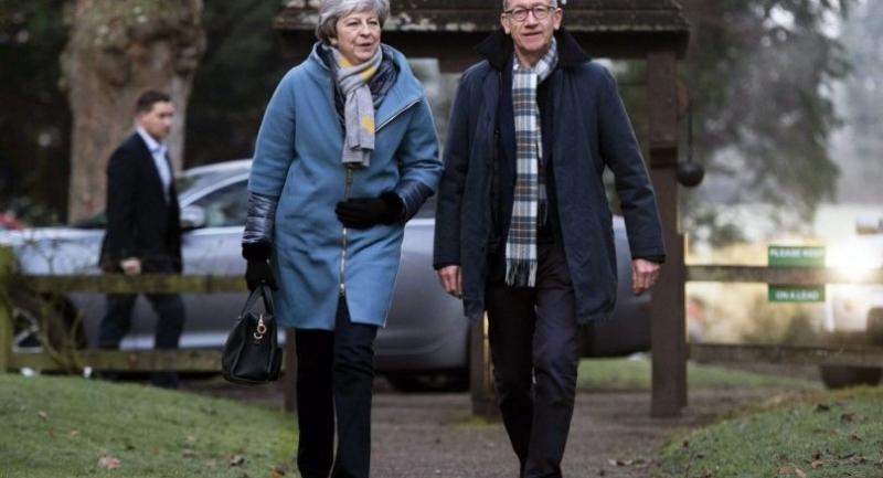 Britain's Prime Minister Theresa May (L) and husband Philip May (R) arrive at church near High Wycombe, Britain, 20 January.//EPA-EFE