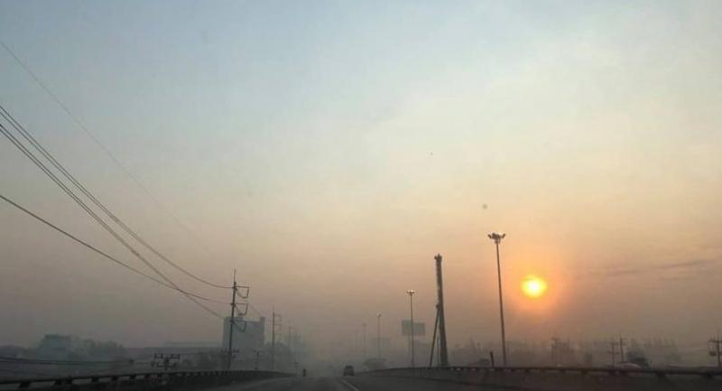Photo Courtesy of Jor Sor 100 traffic radio: The air pollution condition on Rama II road in Bangkok's Bang Khun Thien district on Tuesday morning.