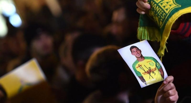FC Nantes football club supporters gather in Nantes after it was announced that the plane Argentinian forward Emiliano Sala was flying on vanished during a flight from Nantes in western France to Cardiff in Wales, on January 22.//AFP