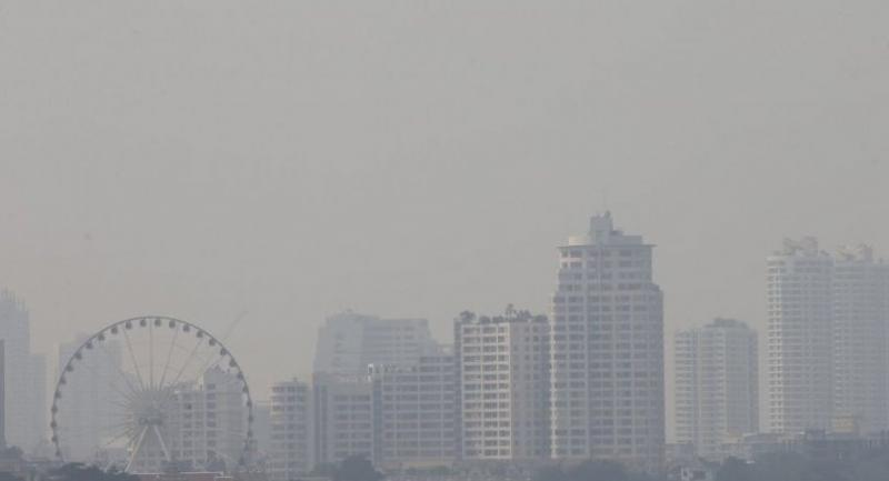 File photo: Smog lingers over the city sky line in Bangkok. // EPA-EFE PHOTO