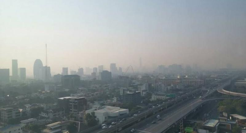 Photo Courtesy of Jor Sor 100 traffic radio station (JS100): A view from Tipco Building on Bangkok's Rama 6 Road shows the haze covering over nearby buildings.