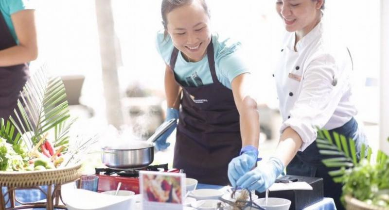 Former world No 1 doubles Peng Shuai of China, left,  during her cooking lesson in Hua Hin.