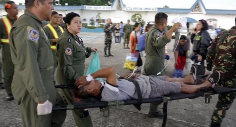 Philippine Air Force personnel assist their wounded comrade on a stretcher, who was one of the victims of the twin bombings, as he arrived along with other wounded victims aboard a military C-295 transport plane on January 27.//EPA-EFE