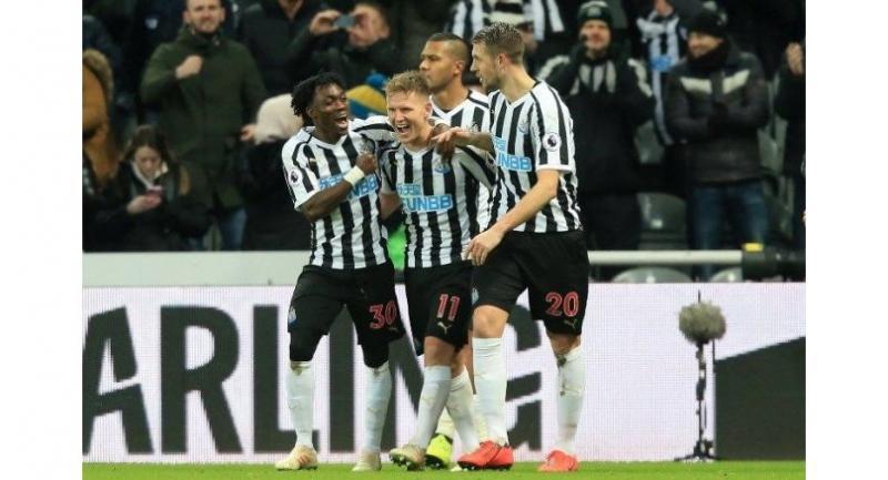 Newcastle United's Scottish midfielder Matt Ritchie (C) celebrates with teammates. AFP