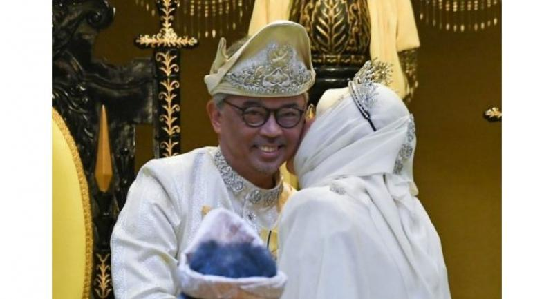 A file picture of Sultan Abdullah receiving a kiss on the cheek from Tunku Azizah on Jan 28, 2019. //Bernama
