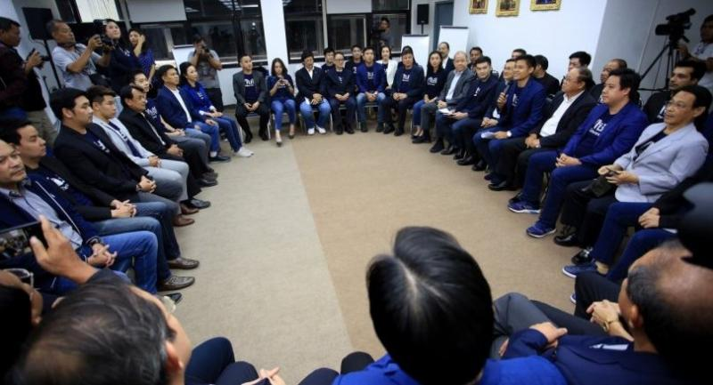 This file photo on December 4 shows Thai Raksa Chart leader hold a meeting with party members and executive at the party head quarters on Chaeng Wattana road.