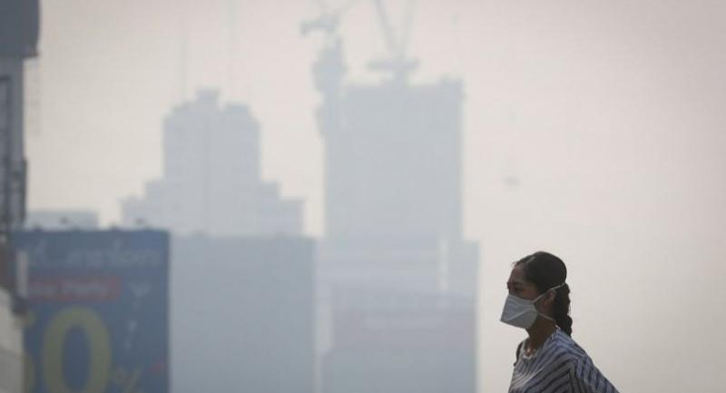 A woman wears a face mask as heavy air pollution continues to be a problem in Bangkok, Thailand, 21 January 2019. // EPA-EFE PHOTO