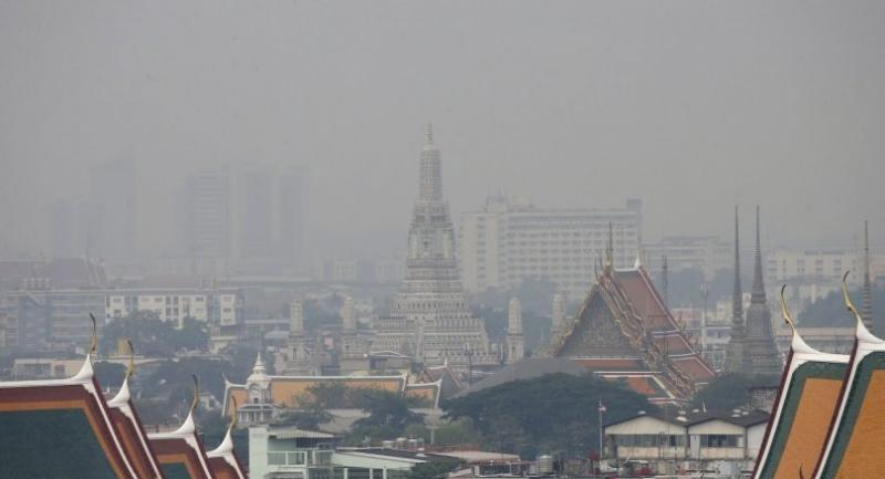 File photo: Smog lingers over Wat Arun, or Temple of Dawn (C) and the city sky in Bangkok, Thailand, 15 January 2019. // EPA-EFE PHOTO