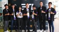 Chrisada Chiaravanond, centre, joins with e-sport players at yesterday's press briefing as they prepare for the launch of an e-sport competition in Bangkok.