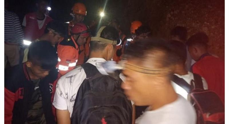 At least 60 miners are buried following a landslide at an unauthorized gold mine in Bolaang Mongondow regency, North Sulawesi on Feb. 26. (Via tempo.co/BNPB)
