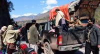 Pakistani Kashmiri residents evacuate from the border town of Chakothi in Pakistan-administered Kashmir, some 3 km from Line of Control (LoC) on Febraury 27.//AFP