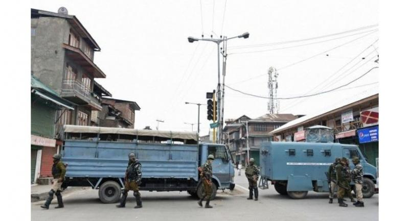 Indian paramilitary troopers stand guard as they block a road in Srinagar on March 1.//AFP