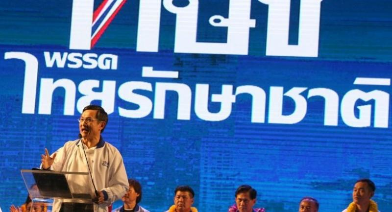 Thai Raksa Chart Party's member Chaturon Chaisang speaks to supporters during a campaign rally for the general election outside the Bangkok Metropolitan Administration, in Bangkok on March 1.//EPA-EFE