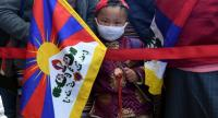 A young Tibetan living in exile holds a flag at the Delai Lama's temple during the 60th anniversary of the Tibetan Uprising Day that commemorates the 1959 Tibetan uprising, in McLeod Ganj on March 10, 2019. Photo/AFP