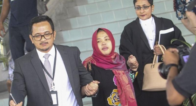Indonesian Siti Aisyah (C) leaves the Shah Alam High Court, Shah Alam, Malaysia, 11 March after prosecutors withdraw murder charges against her.//EPA-EFE