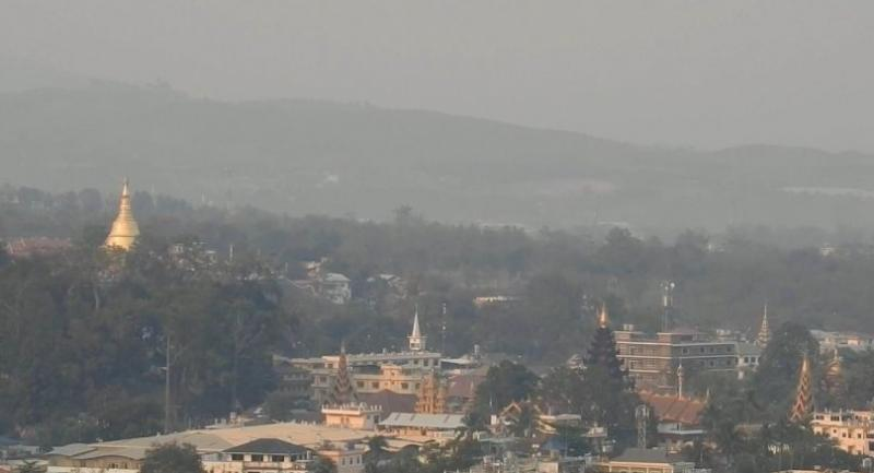 A view from the Mae Sai District Health Office on Monday shows the city in Chiang Rai enveloped in haze, with the day's PM2.5 particulate level peaking at 128mcg, well beyond the Thai safety limit of 50mcg.Photo Nathawat Laping
