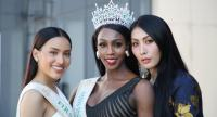 From left : First runner-up Kanwara Kaewjin from Thailand, Miss International Queen Jazell Barbie Royale from the US and second runner-up Yaya from China.//Photo : Pramote Putthaisong