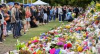Members of the public visit at a makeshift memorial for the victims of the mosque mass murders at the Botanical Gardens in Christchurch, New Zealand, 17 March 2019. // EPA-EFE PHOTO