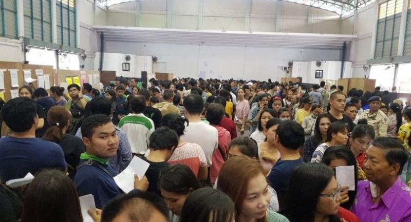Advance voting in Chon Buri province on Sunday.