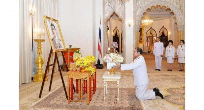 Prime Minister Prayut Chan-o-cha receives flowers from HM the King on the occasion of his 65th birthday at the Government House on Thursday.