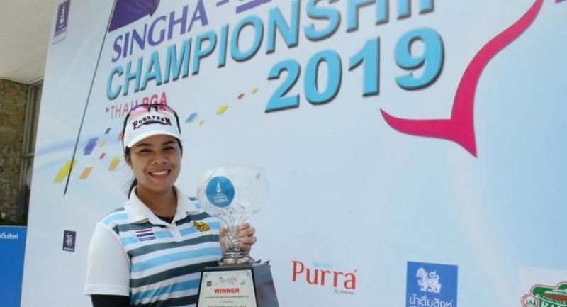 Arpichaya Yubol holds her sixth Thai LPGA trophy.