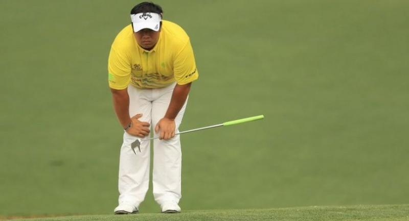 Kiradech Aphibarnrat of Thailand reacts on the second green. / AFP