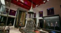 The newly-renovated Prissadangkhabhimuk Hall displays wood-carving masterpieces such as the tall wooden door of the vihara of Wat Suthat and the round wooden raised seat for monks built in the Ayutthaya era.