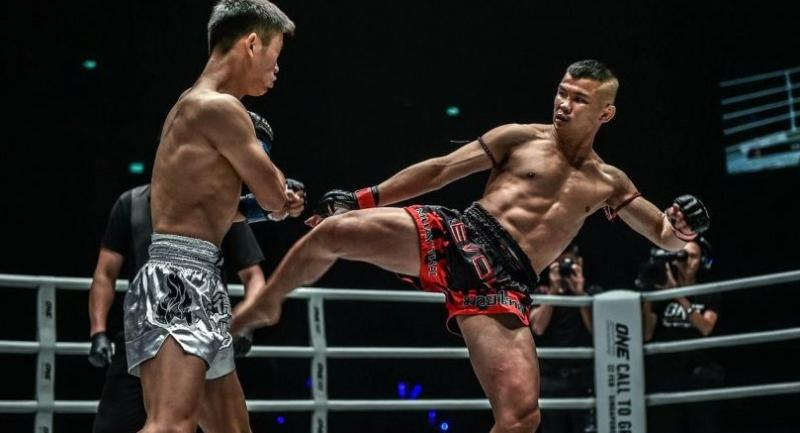 Nong-O Gaiyanghadaoblasts a kick to Han Zi Hao of China in the One: Clash of Legends at Muangthong Thani in February.