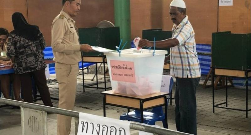 A voter casts his ballot at Polling Station No 32 in Bangkok's Constituency 13, where a poll rerun was held yesterday.