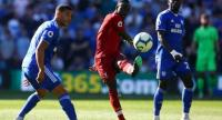 Liverpool's Senegalese striker Sadio Mane (C) plays the ball during the English Premier League football match between between Cardiff City and Liverpool. / AFP