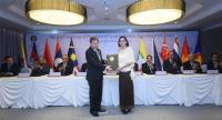 Asean SecretaryGeneral Lim Jock Hoi, left, and acting Commerce Minister Chutima Bunyapraphasara, right, at the signing ceremony of the Asean Trade in Services Agreement and the Fourth Protocol to Amend the Asean Comprehensive Investment Agreement.