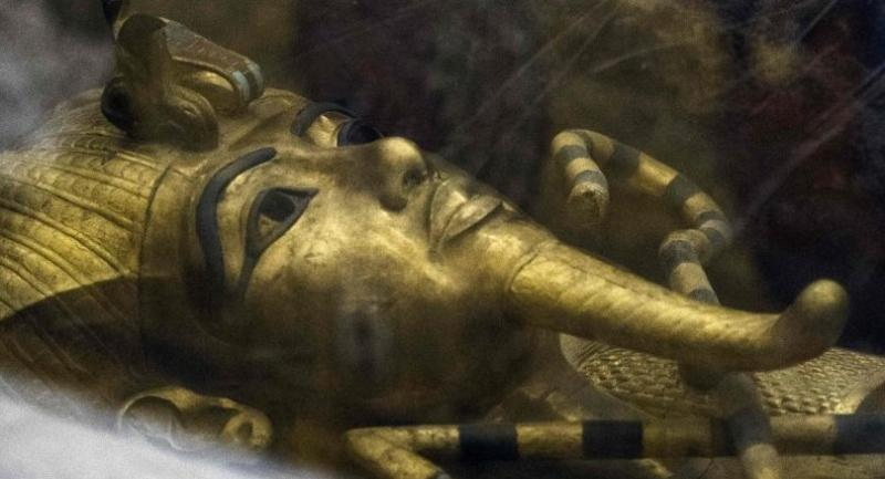 This file photo taken on September 28, 2015 shows a detail of the golden sarcophagus of King Tutankhamun in his burial chamber in the Valley of the Kings, close to Luxor, 500 kms south of Cairo.//AFP