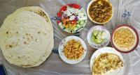 Big portion: Breakfast in the Haji Café. (JP/Dewanti A. Wardhani)